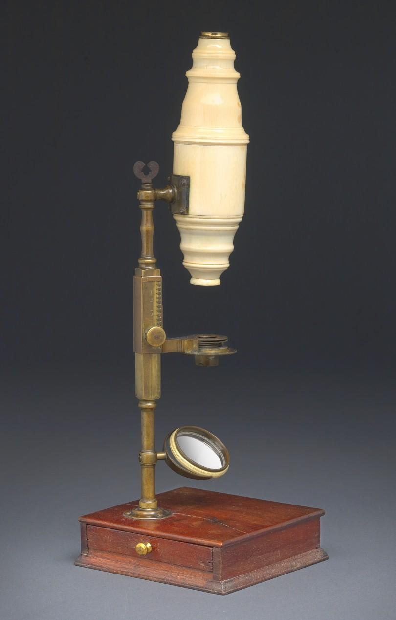 Elfenbeinmikroskop mit Mahagonikasten, um 1750