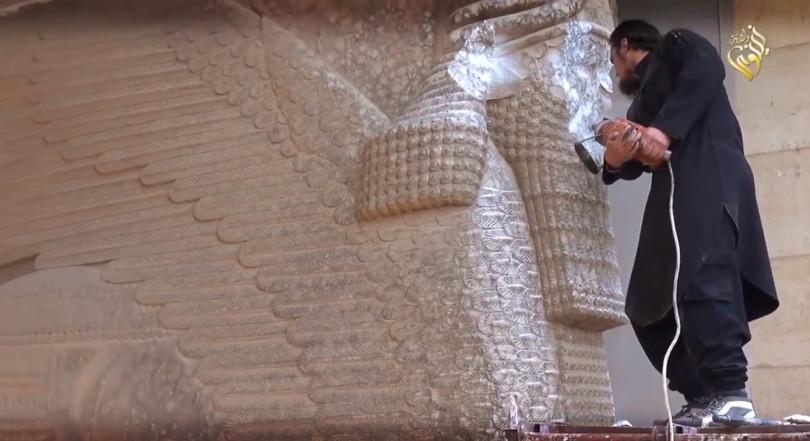 Die Schätze des Nationalmuseums von Mossul ließ der IS planmäßig zerstören. (Foto: Polaris/laif)