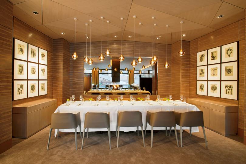 Das Restaurant Terra im Ritz-Carlton Wolfsburg mit Fotografien von Karl Blossfeldt