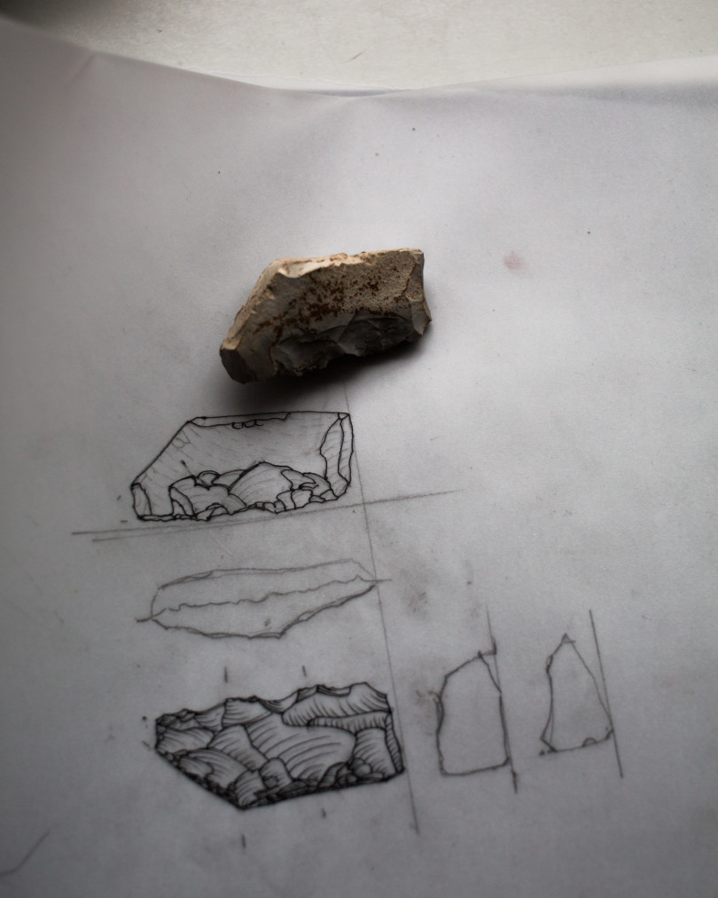 Michael Wutz fertigt regelmäßig Studien der Steine an (Foto: Monika Höfler)
