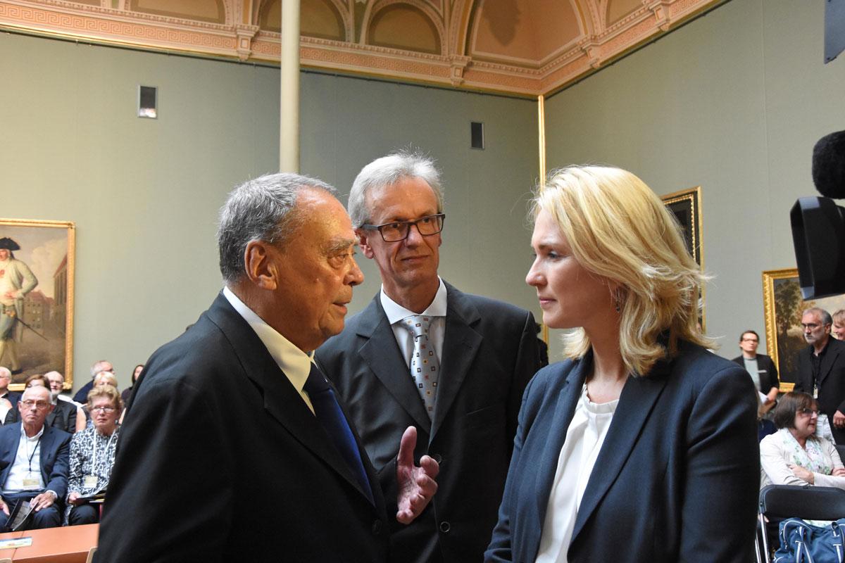 Günther Uecker, Museumsdirektor Dirk Blübaum, Bundesfamilienministerin Manuela Schwesig