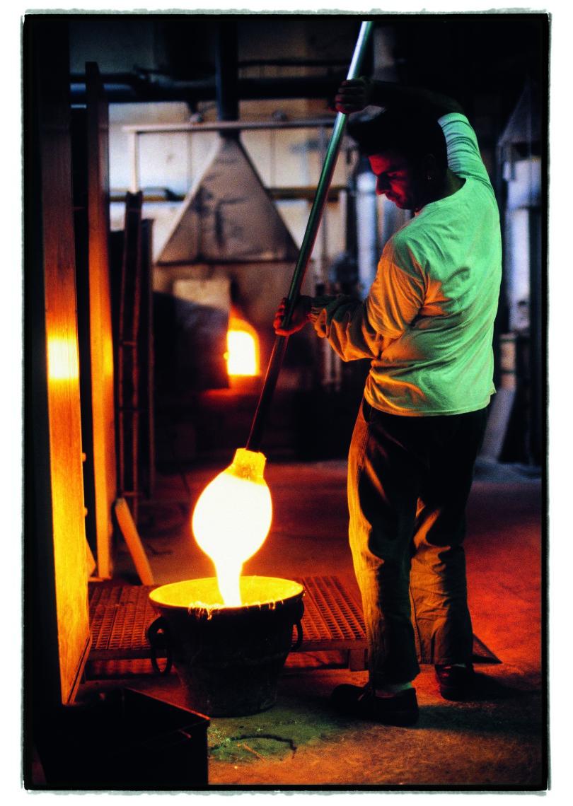 Heiße Phase – ein Glasbläser auf Murano (Foto: 2012, Jürg Waldmeier/ Courtesy Dumont Buchverlag, Köln)