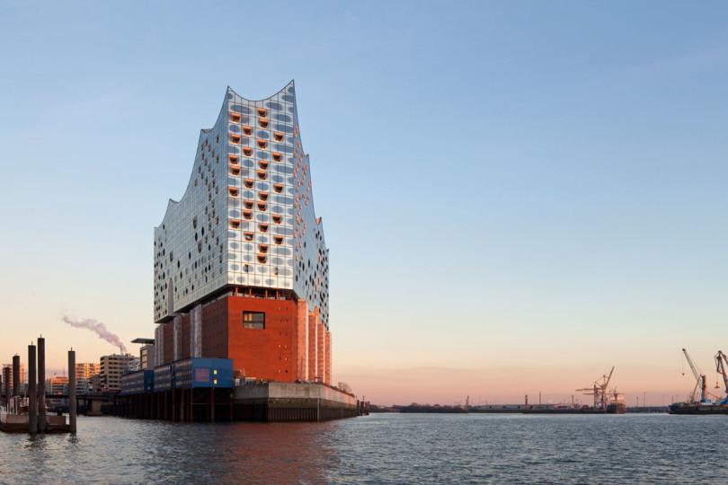 Hamburgs kunftiges Wahrzeichen: die schillernde Elbphilharmonie (Foto: Oliver Heissner)