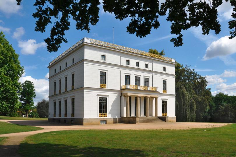 Das klassizistische Jenisch Haus im gleichnamigen Landschaftsgarten (Copyright: Altonaer Museum, Ulrike Pfeiffer)
