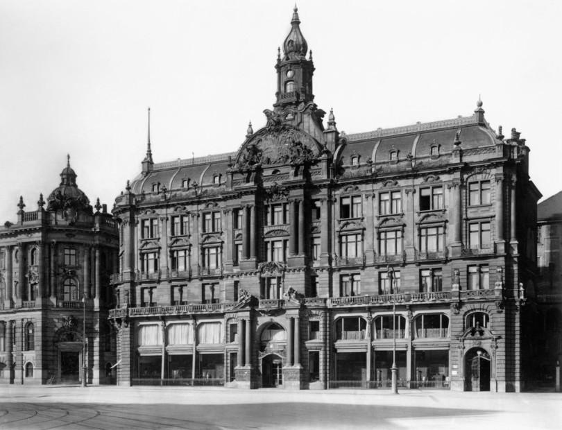 Geschäftshaus der Kunsthandlung Bernheimer am heutigen Lenbachplatz, 1890 (Foto: Jüdisches Museum, München)