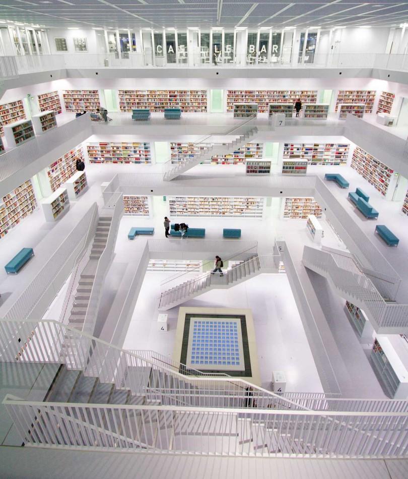 Im Bücherhimmel – das Foyer der neuen Stadtbibliothek, die 2011 eröffnet wurde (Foto: Jan Stöcklin/Creative Commons)