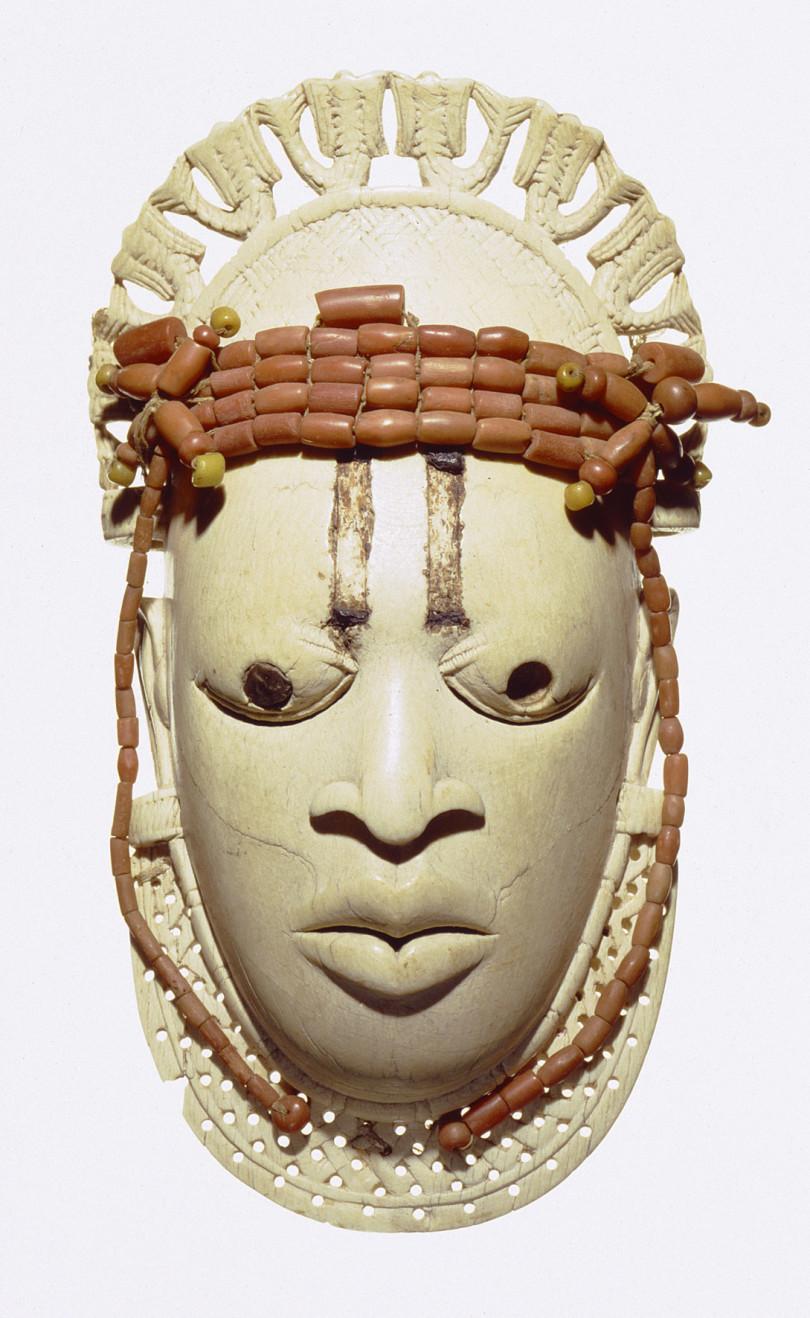 Miniaturmaske Edo aus Benin, 15. Jh. Sie gehört zum reichen Bestand des Linden-Museums (Foto: A. Dreyer/Linden-Museum Stuttgart)