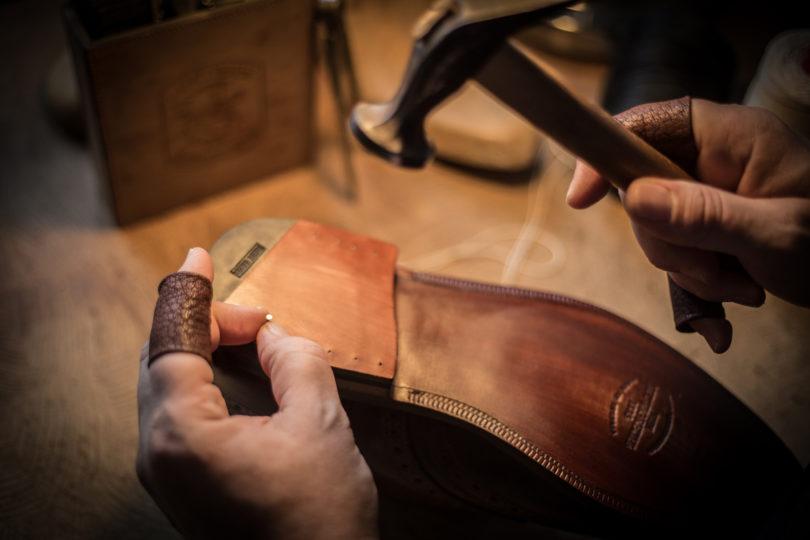 Die Schuhe werden in aufwändiger Handarbeit in Wien hergestellt und können auch als individuelle Maßanfertigung bestellt werden (Foto: Ludwig Reiter)