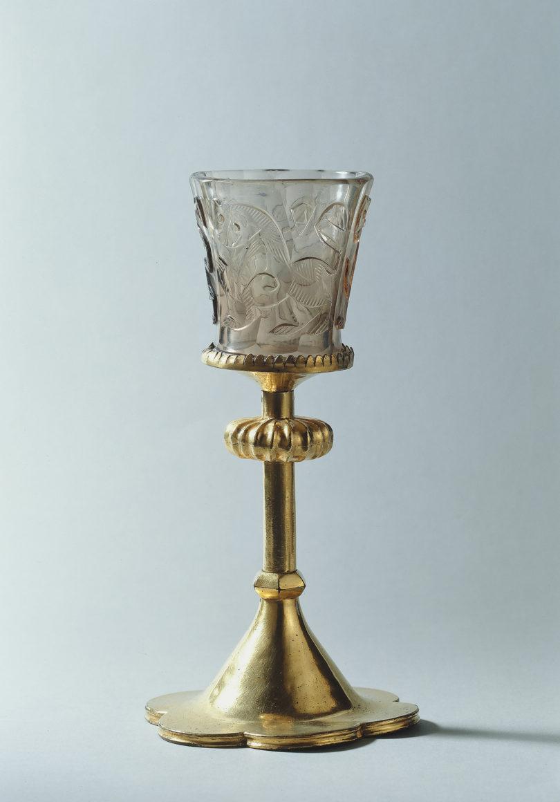 Im sogenannten Hedwigsbecher sollte sich Wasser in Wein verwandeln: ein 1000 Jahre altes Glas mit FAssung des 15. Jahrhunderts aus dem Germanischen Nationalmuseum in Nürnberg, (Foto: Germanisches Nationalmuseum)