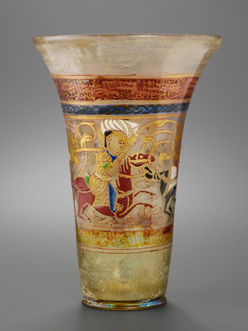 Polospieler, einem im Islam beliebten Motiv, auf einem Glas im Louvre, um 1250, (Foto: 2010 Musée du Louvre/Hughes Dubois)