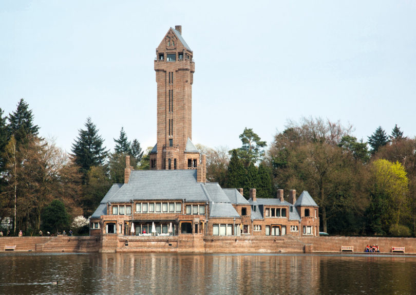 Jagdschloss Sankt Hubertus im malerischen Nationalpark De Hoge Veluwe, erbaut von Hendrik Petrus Berlage, (Foto: NBTC)