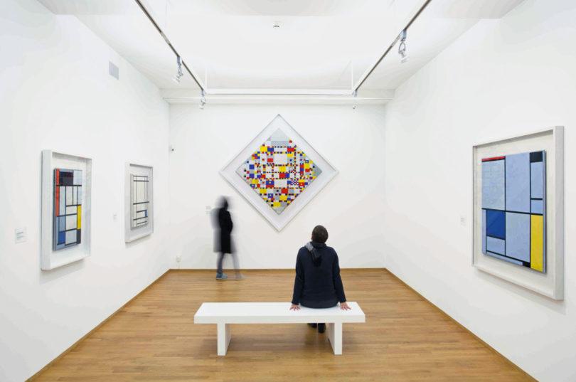 Das Gemeentemuseum in Den Haag widmet sich aktuell den Künstlerfreunden Bart van der Leck und Piet Mondrian, (Foto: Maurice Haak/ Gemeentemuseum Den Haag)