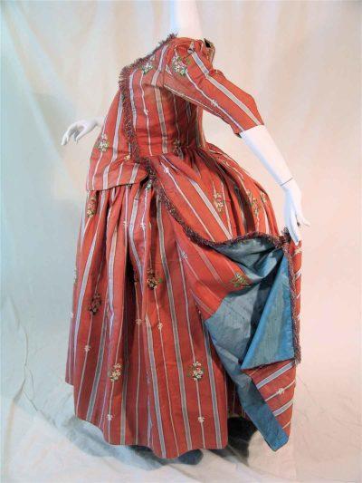 französisches Schwangerschaftskleid aus Seidenbrokat, um 1775/80 (Foto: Galerie Ruf AG)