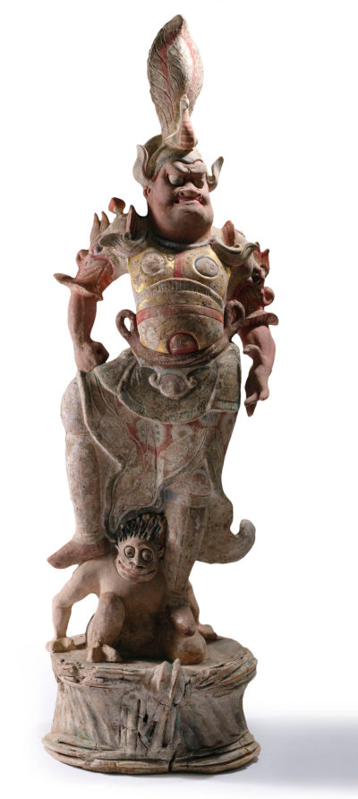 Der Grabwächter (Lokapala) mit besiegtem Dämon war einem Bieter 16 000 Euro wert; alle Preise mit Aufgeld, (Foto: Nagel Auktionen, Stuttgart)
