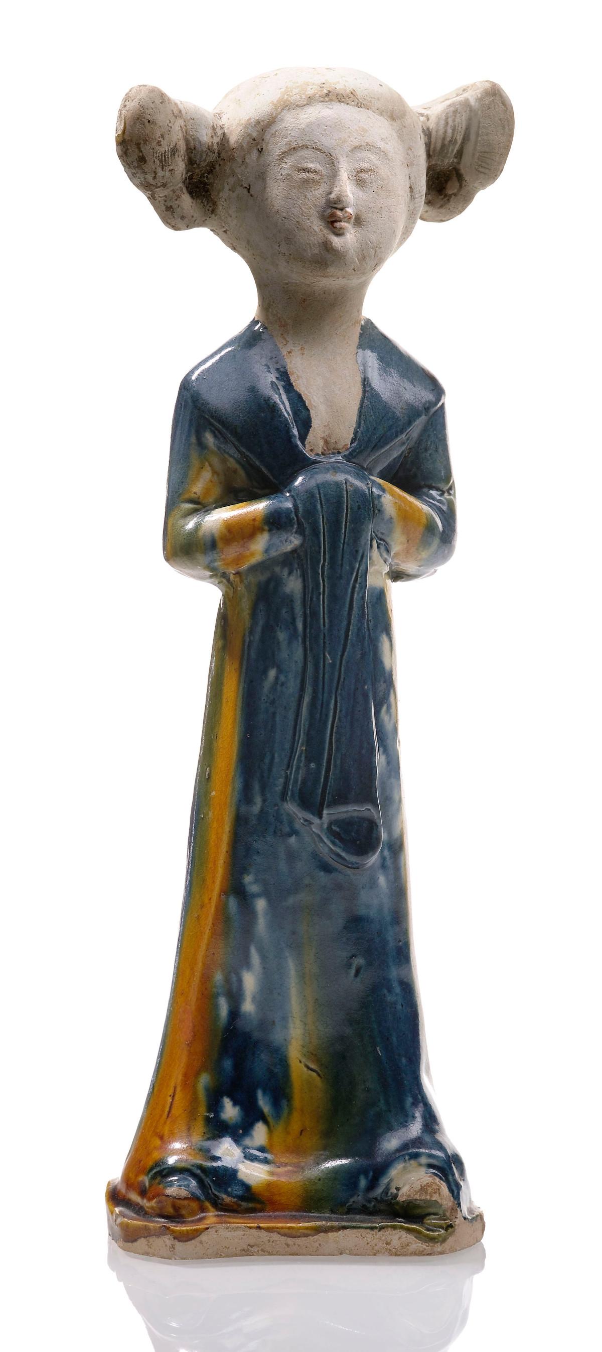 Die Sammlerherzen schlugen höher, als Nagel im November 2013 Tang-Figuren aus der Kollektion von Julius Eberhardt versteigerte. Die Kammerfrau mit Kussmund erzielte 24 000 Euro; alle Preise mit Aufgeld, (Foto: Nagel Auktionen, Stuttgart)