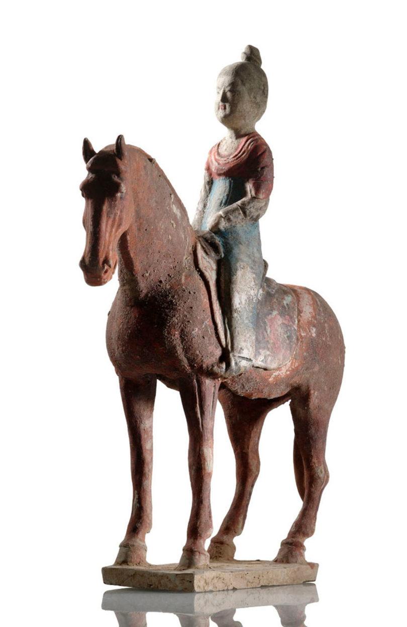 Zu der Tang-Figur gehören vier weitere Reiterinnen und ein Knecht. Sie erzielten bei Nagel 2013 zusammen mit Aufgeld 6500 Euro, (Foto: Sotheby's, London)