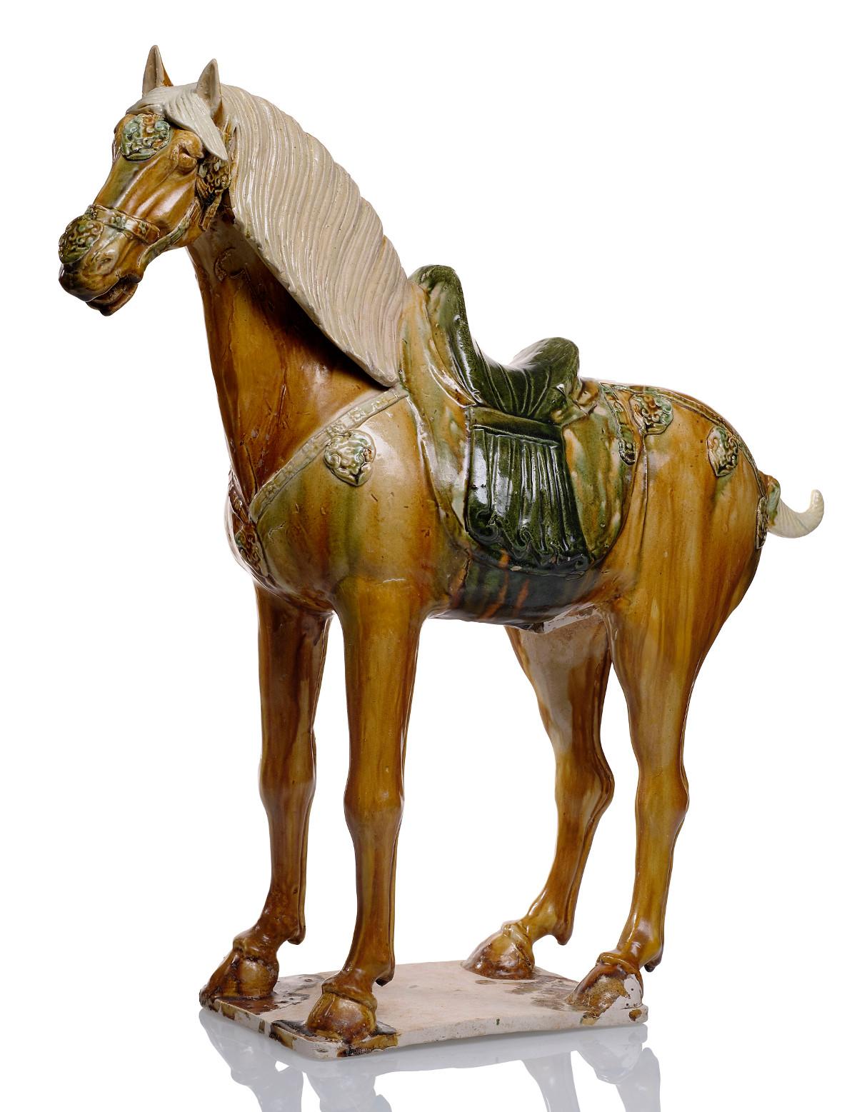 Das Pferd mit Sancai-Glasur aus der Kollektion von Julius Eberhardt stieg bei der Nagel-Aution im November 2013 von 20 000 auf 44 000 Euro; alle Preise mit Aufgeld, (Foto: Nagel Auktionen, Stuttgart)