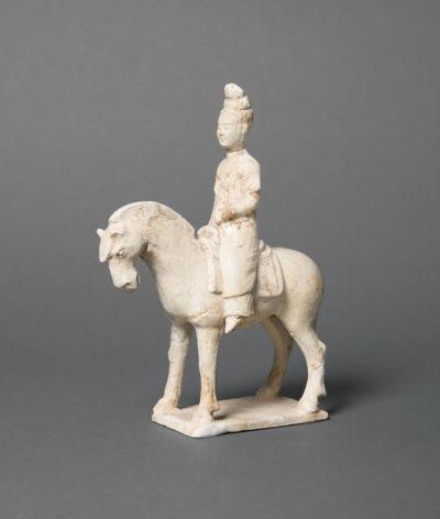 Reiterin (Grabbeigabe), China, Tang-Dynastie (618–907). Schenkung Dr. Heribert Meurer, 2017. (Foto: Paul Altmann)