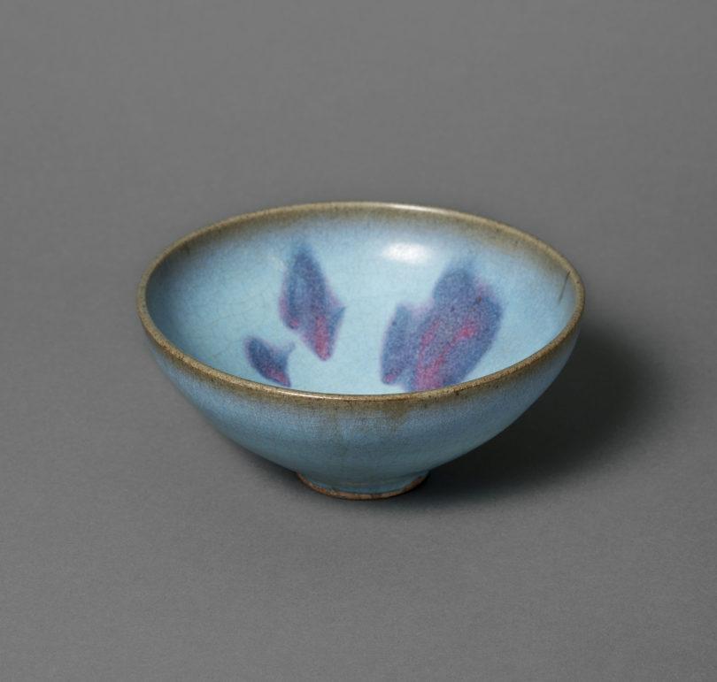 Schale, Jun-Ware, Steinzeug, China, Song-Dynastie (960–1279). Schenkung Dr. Heribert Meurer, 2017, (Foto: