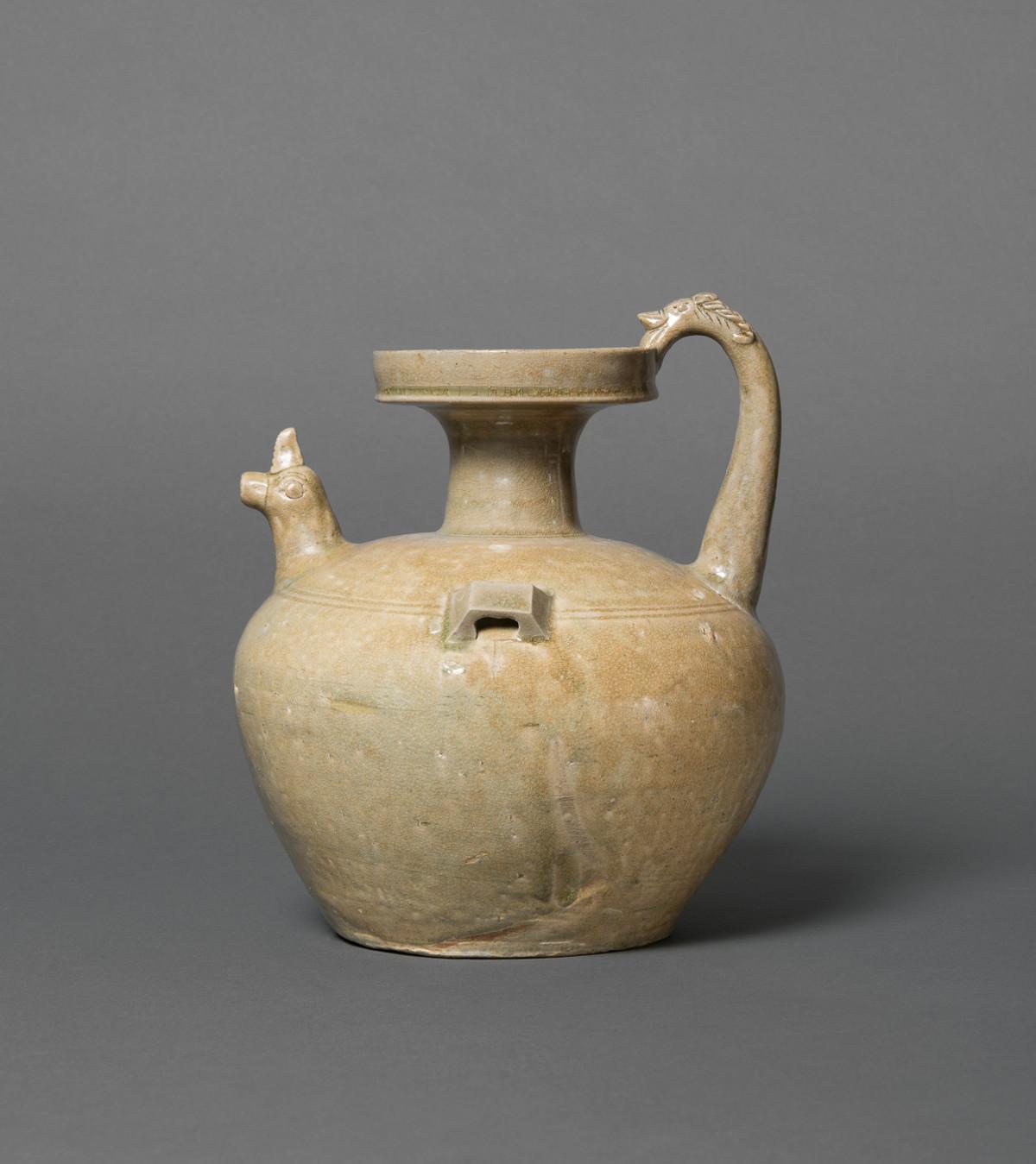 Hühnerkopfkanne, Proto-Seladon, China, Zeit der Sechs Dynastien (265–589), Schenkung Dr. Heribert Meurer, 2017. (Foto: Paul Altmann)