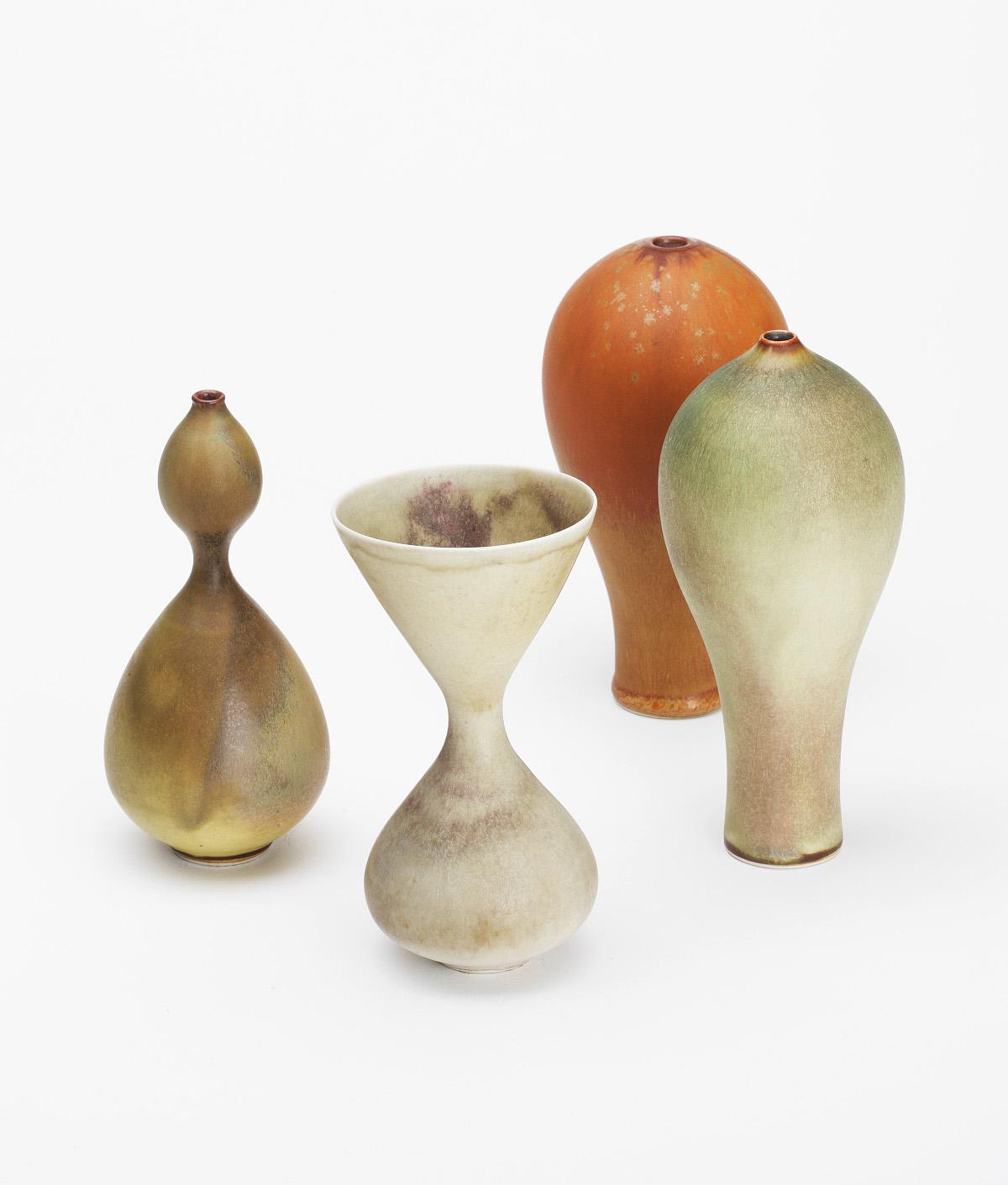 Drei Gefäßformen, Ursula Scheid, Porzellan, gedreht, matt glasiert. 1970-1971. Schenkung aus der Sammlung H.T. und I. Wolf, 2010. (Foto: Christoph Sandig)