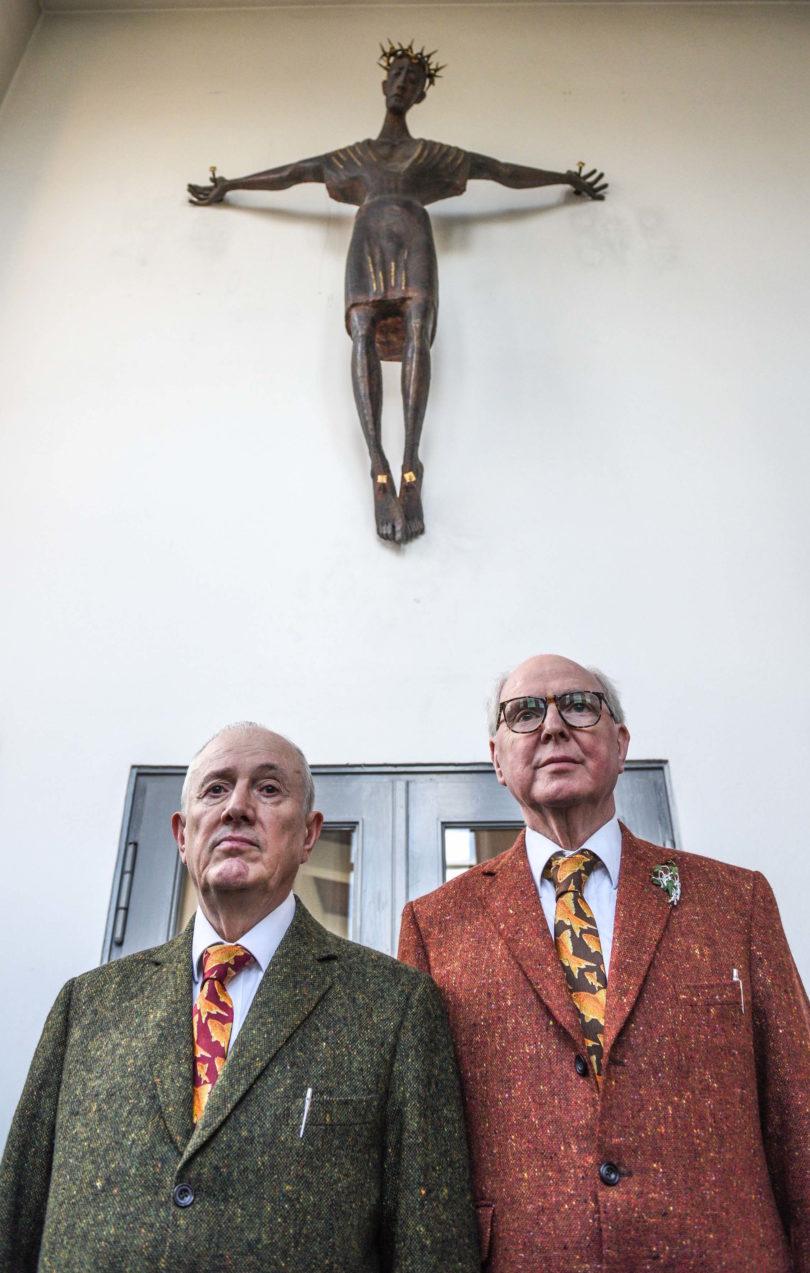 Unter der Fuchtel Gottes stehen Gilbert & George (hier in der Berliner St.-Matthäus-Kirche) nicht mehr. Sie machen Kunst im Geiste der Aufklärung (Foto: Daniel Biskup)