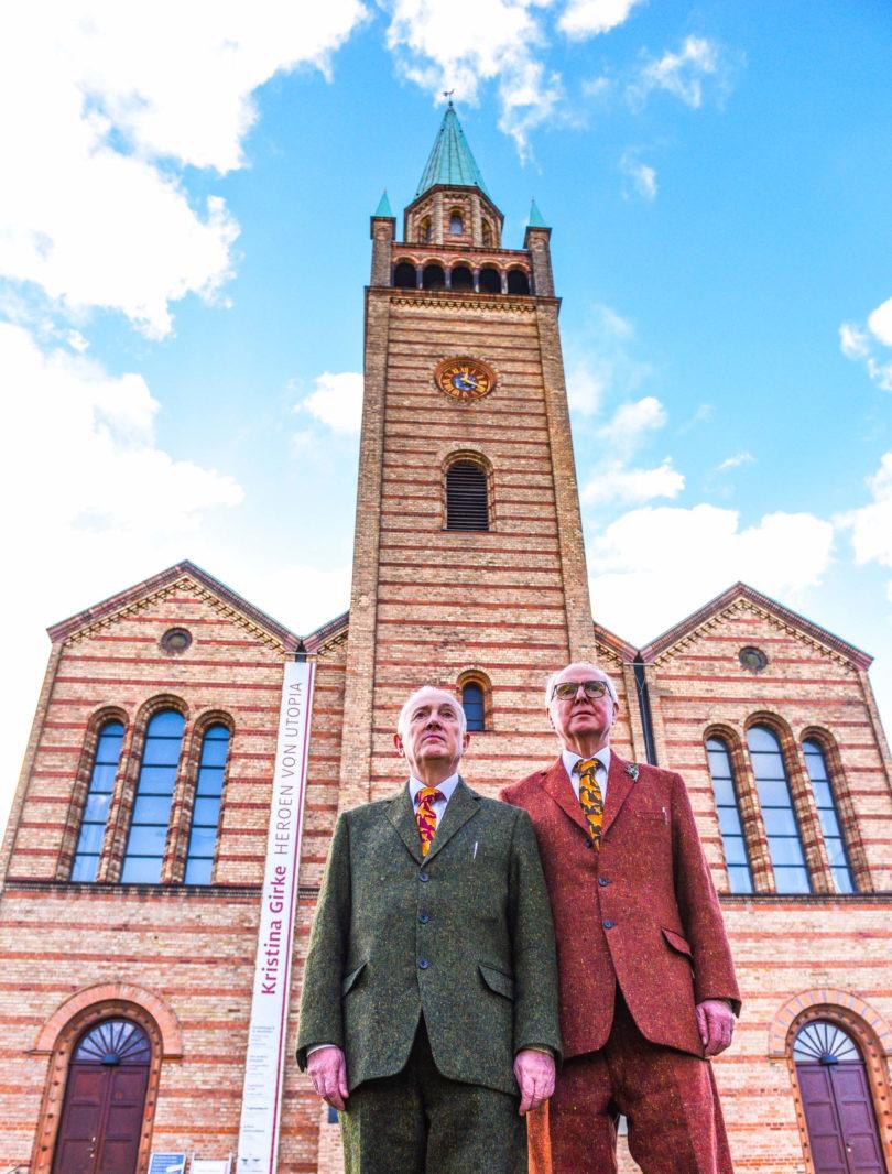 Gilbert & George vor der St. Matthäus-Kirche Berlin. (Foto: Daniel Biskup)