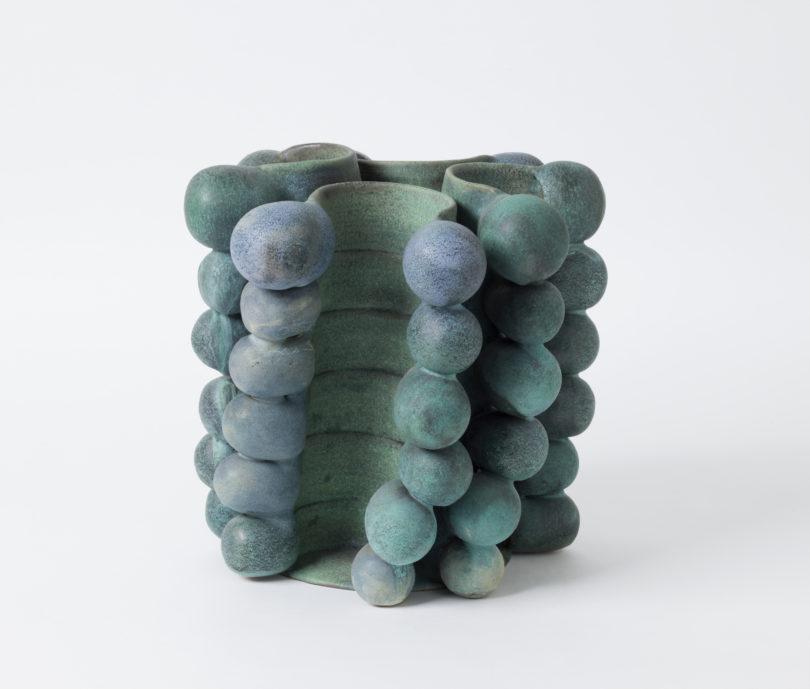Objekt aus Kugeln und geschwungenen Bändern von 2006 Credit: Die Neue Sammlung – The Design Museum (A. Laurenzo)