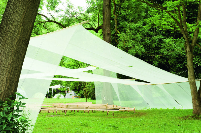 Das chilenische Kollektiv Ciudad Abierta hat einen spielerischen Pavillon errichtet. Foto: Melanie Vogel