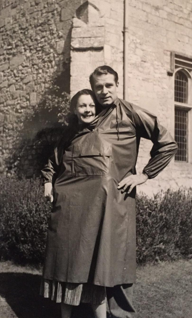 Schnappschuss von Vivien Leigh und Laurence Olivier in Notley Abbey, aus einem bisher unveröffentlichten Familienalbum