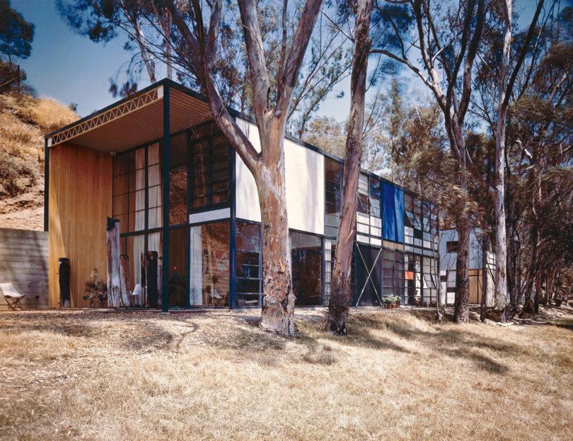 Das Eames House im Jahr 1950, fotografiert von Julius Shulman. Solche Aufnahmen machten das Haus schnell berühmt (Copyright: J. Paul Getty Trust, Los Angeles; Foto: Julius Shulman)