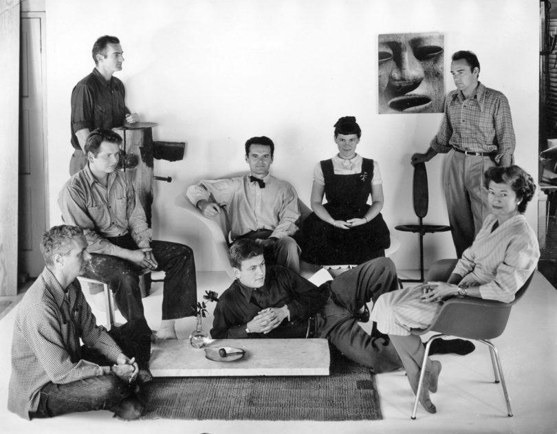 Charles und Ray Eames 1948 mit Mitarbeitern ihres Büros (Copyright: Eames Office LLC)