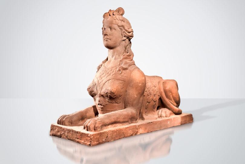 Gartenfigur Sphinx, England, bezeichnet und datiert Felix Austin 1833, künstlicher Kalkstein, L: 122 cm, H: 93 cm Foto: © Eric Meletta Kunst & Antiquitäten