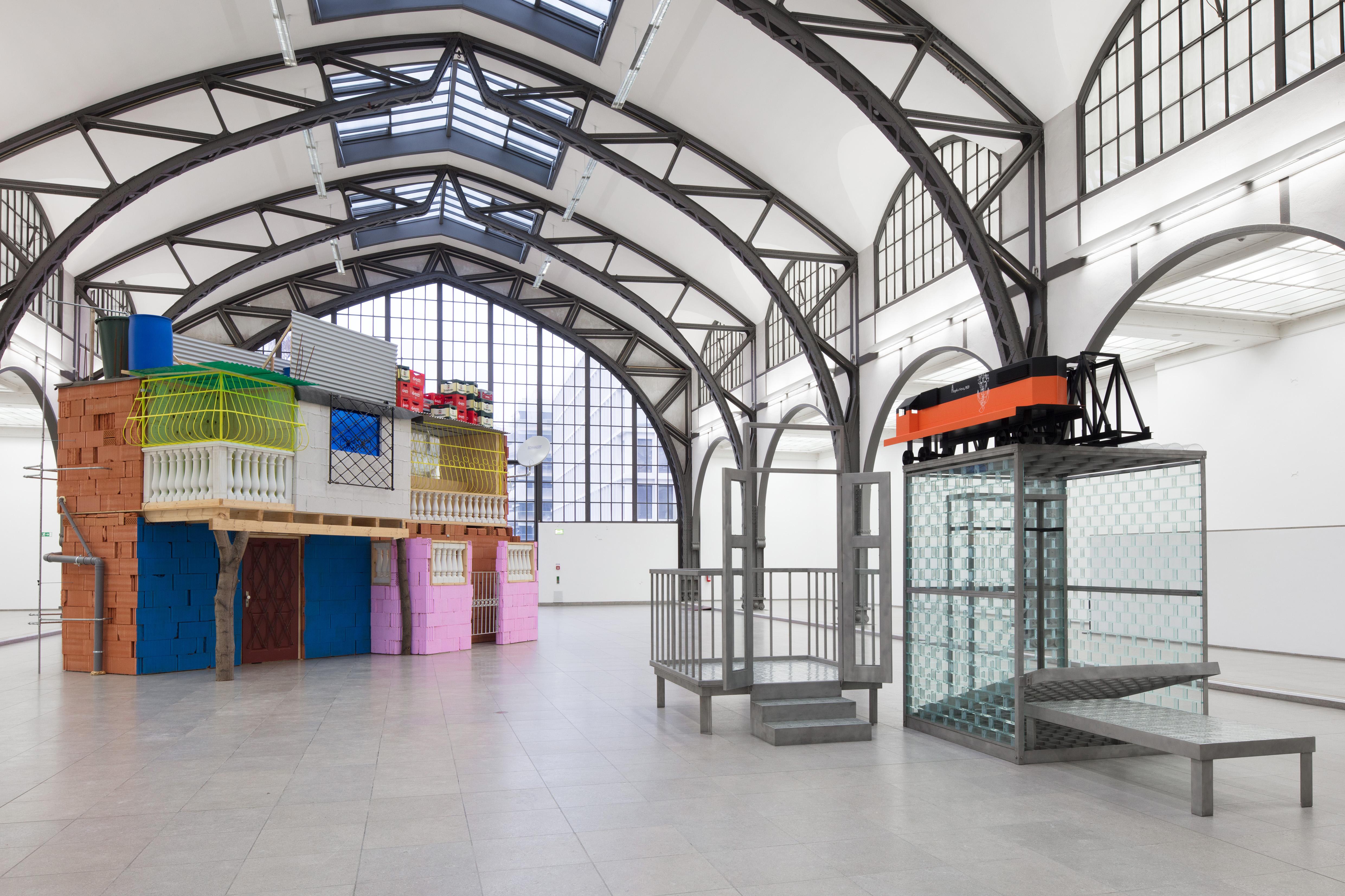 """Ausstellungsansicht """"Hello World. Revision einer Sammlung"""" / Agora Hamburger Bahnhof – Museum für Gegenwart – Berlin, 2018 © Nationalgalerie – Staatliche Museen zu Berlin / Thomas Bruns"""