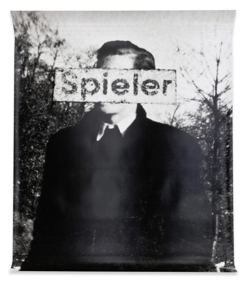 Astrid Klein: Spieler, 1979, Fotoarbeit, 163 x 127 cm Courtesy Deichtorhallen Hamburg/Sammlung Falckenberg © Astrid Klein