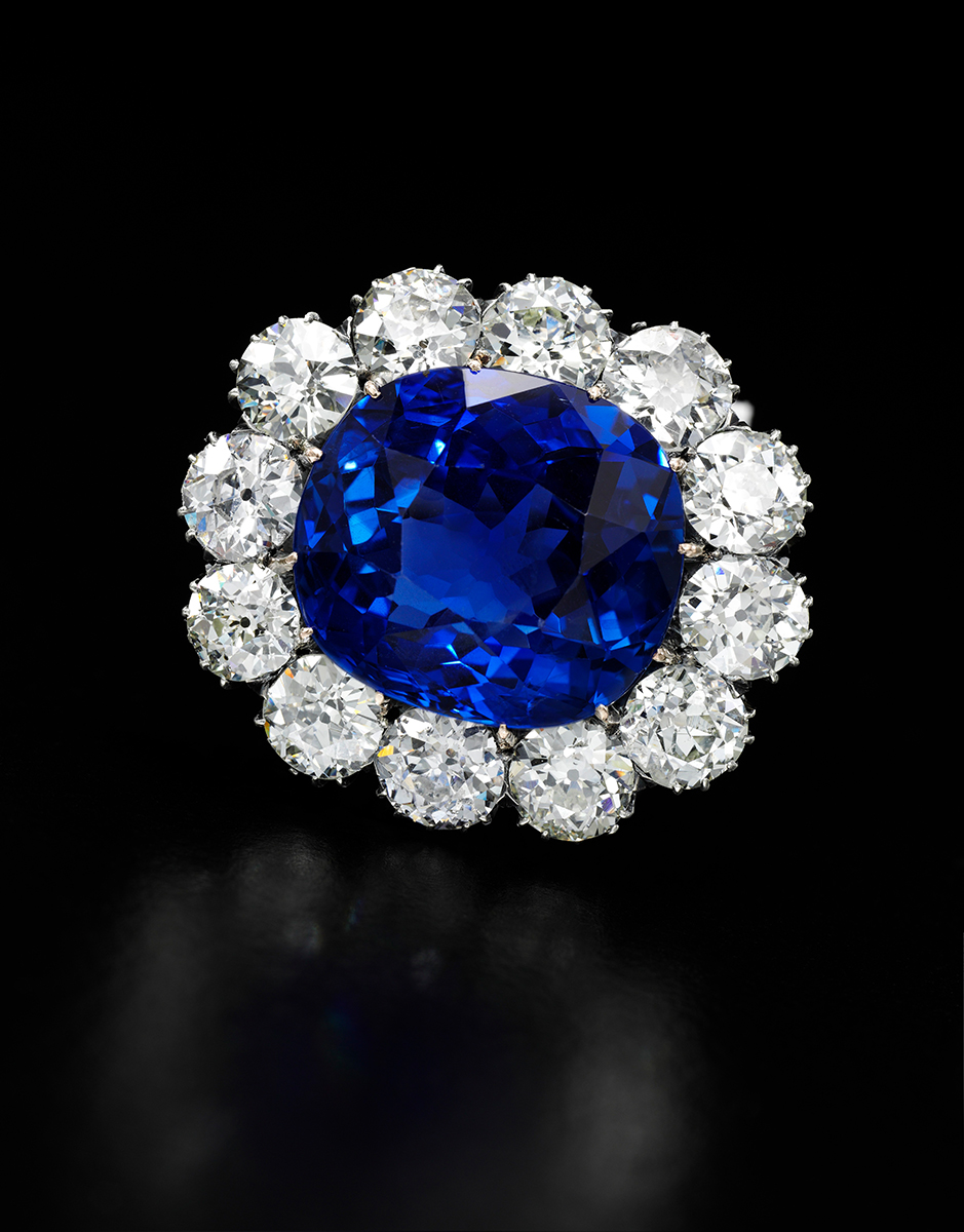Diamantbrosche mit Saphir aus Ceylon, Royal Jewels from the Bourbon Parma Family, Foto: Sotheby's
