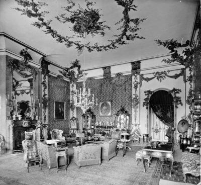 Potsdam, Neues Palais, Wohnzimmer der Kaiserin Auguste Victoria, um 1910, © Stiftung Preußische Schlösser und Gärten Berlin-Brandenburg
