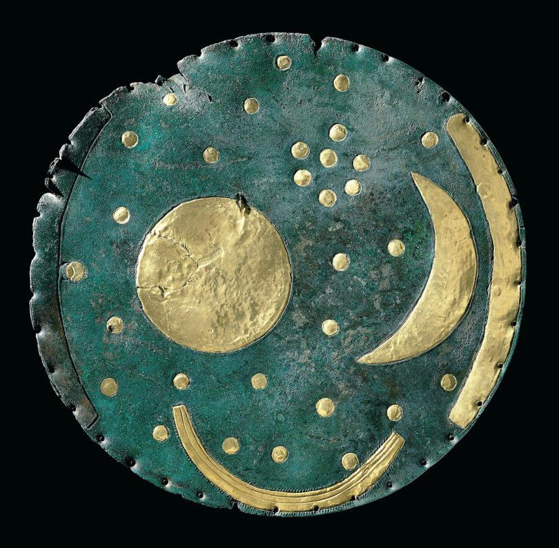 Himmelscheibe von Nebra, Bronze und Gold, ca. 1600 v. Chr. © Landesamt für Denkmalpflege und Archäologie Sachsen-Anhalt, Foto: Juraj Lipták