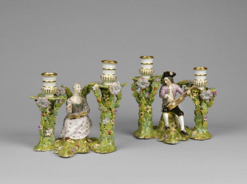 Leuchterpaar mit Musikanten, um 1740, Porzellan, Manufaktur Du Paquier, Wien, Galerie Röbbig, Highlights, Foto: Galerie Röbbig