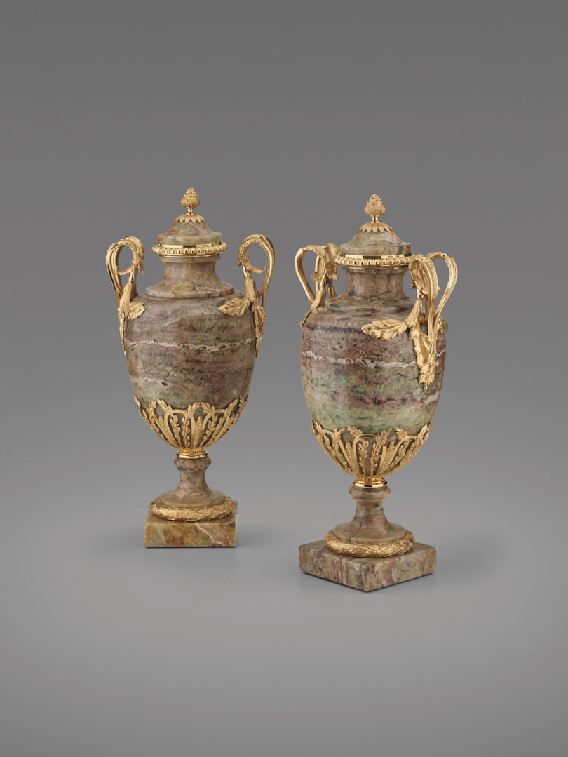 Zwei englische Deckelvasen in Urnenform, Birmingham, um 1770/80, Christian Eduard Franke Kunsthandel, Highlights, Foto: Christian Eduard Franke Kunsthandel