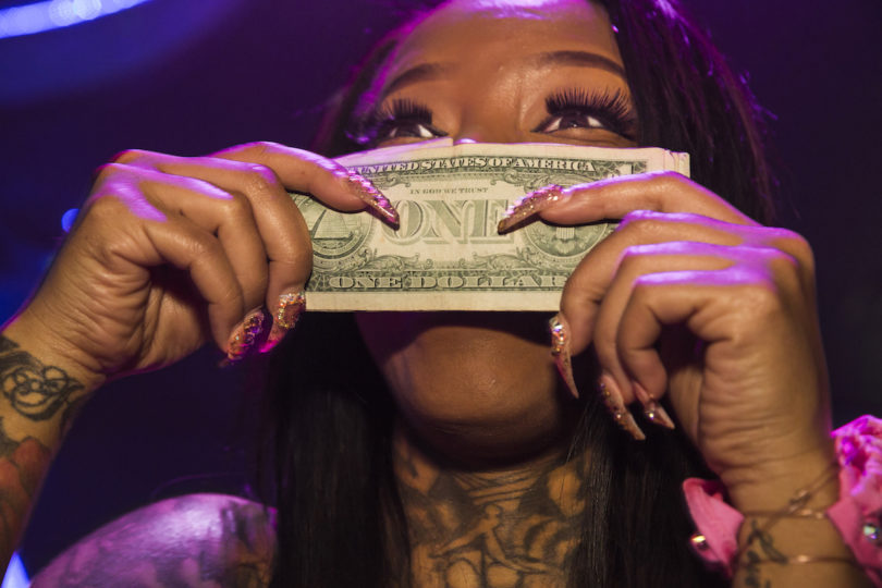 """Lauren Greenfield, """"Secret Moneii, 28, a stripper at Magic City who made nearly $20,000 during her first week at the Club, Atlanta, 2015"""", Foto: Lauren Greenfield/INSTITUTE"""