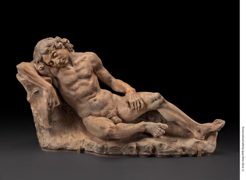 """Andrea del Verrocchio, """"Schlafender Jüngling"""", um 1465–1475, Foto: Antje Voigt/Staatliche Museen, Skulpturensammlung und Museum für Byzantinische Kunst, Berlin, Inv. 112"""