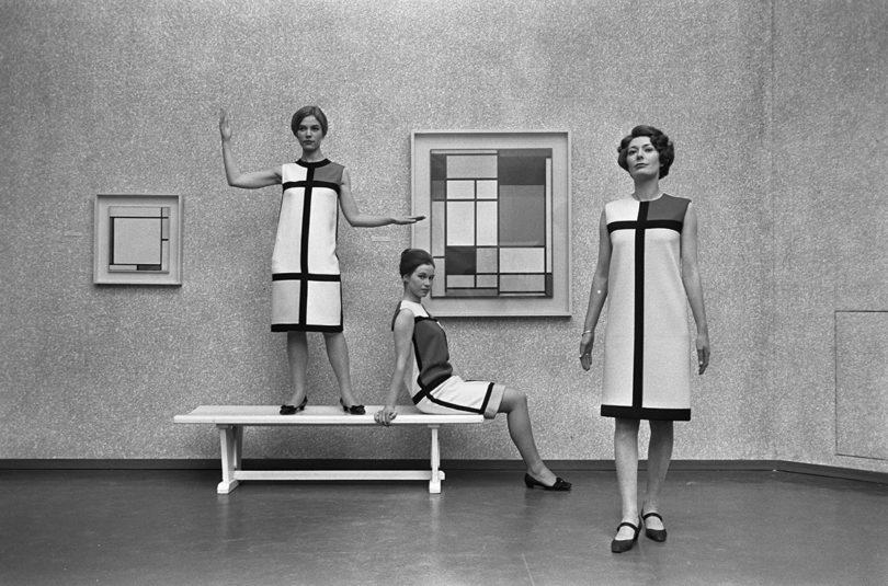 Trois robes de cocktail – hommage a Piet Mondrian. Copyright Yves Saint Laurent. Foto: Eric Koch Nationaal Archief