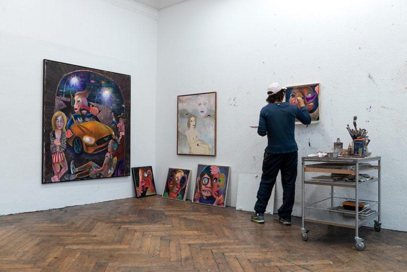 Armin Boehm im Atelier im März 2019. Er arbeitet immer an mehreren Bildern gleichzeitig. Foto: Christian Werner, Gunter Lepkowski Studios