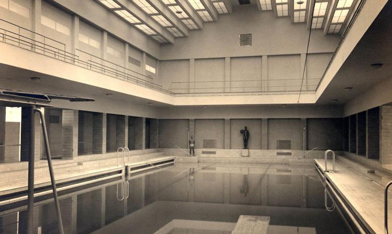 Badetempel des Neuen Bauens: In der Schau des Stadtmuseums erinnert dieses Foto von 1929 an die Schwimmhalle des Sachsenbades, Foto: Stadtarchiv Dresden, 6.4.40 Stadtplanungsamt Bildstelle, Nr. II7225