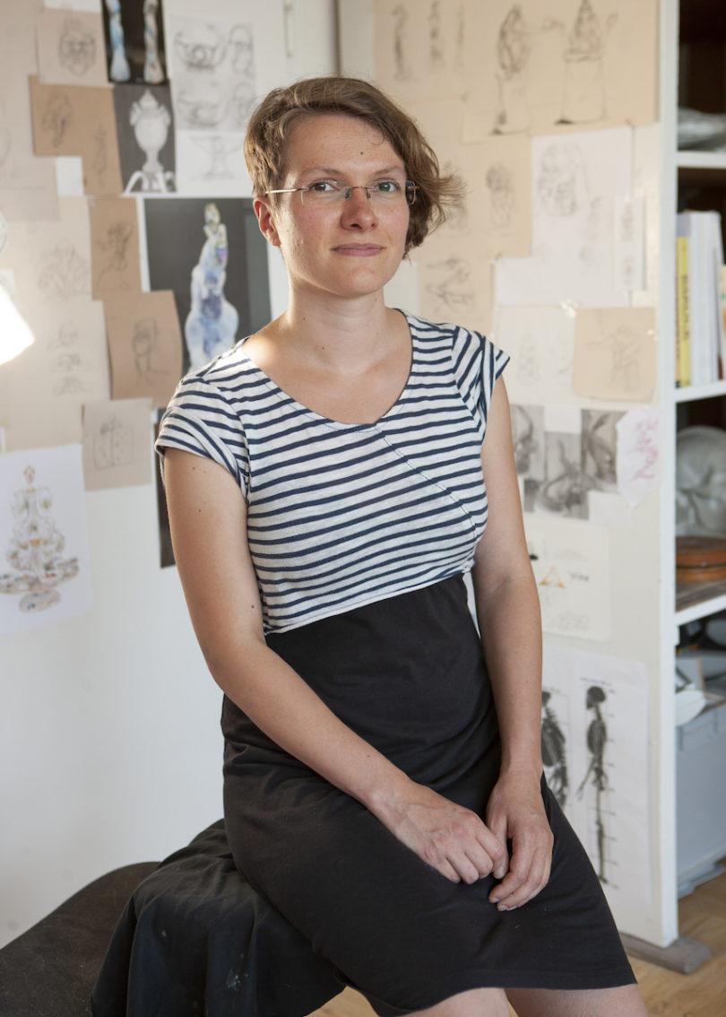 Maria Walther in ihrem Atelier, Foto: Andrea Grambow & Joscha Kirchknopf