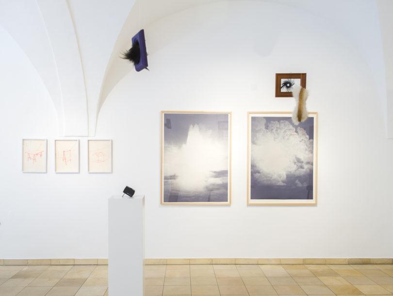 """Blick in die Ausstellungsräume der Galerie Vonier während der Eröffnungsausstellung """"lebt und arbeitet in Salzburg"""", Foto: Stoltenberg"""