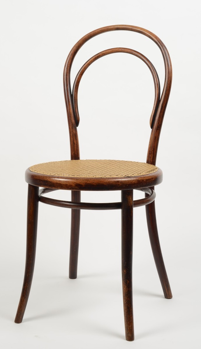 Den Thonet-Stuhl Nr. 14, um 1865 in Wien aus gebogenem Buchenholz gefertigt, versah Van Ham 2019 mit einer Taxe von 700 Euro, Foto: Wolfgang Thillmann