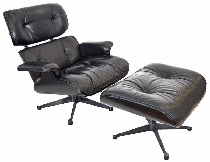 Nicht unerschwinglich und bequem: Der Lounge-Chair mit Fußhocker, entworfen 1959 von Charles und Ray Eames, wird bei Karrenbauer in Konstanz mit einem Limit von 800 Euro angeboten, Foto: Karrenbauer, Konstanz