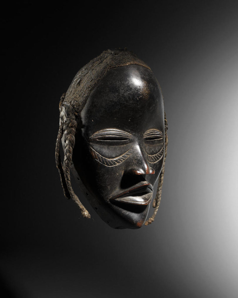 Maske der Dan (Elfenbeinküste), Höhe 24 cm, angeboten von Éric Hertault Tribal Art, Paris, Abbildung: Eric Hertault Tribal Art, Paris